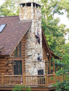Log Cabin with indoor/outdoor fireplace Log Cabin Living, Log Cabin Homes, Log Cabins, Style At Home, Cabin In The Woods, Little Cabin, Cabins And Cottages, My Dream Home, Future House