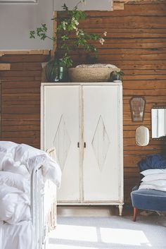 8 Prodigious Tips: Bedroom Furniture Makeover shabby chic furniture blue.Home Furniture Modern furniture plans autocad. Modular Furniture, Furniture Showroom, Art Deco Furniture, Shabby Chic Furniture, Furniture Plans, Rustic Furniture, Modern Furniture, Home Furniture, Furniture Design
