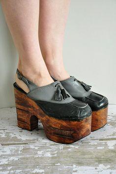 8a6fc8ede4c676 r e s e r v e d...vintage 1970s wood platforms / rare 70s size 9 platforms  / 70s disco heels. Vintage Schuhe1970er