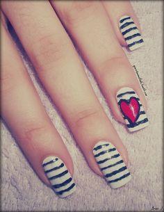 Nail Art: Coração Por: A Garota Esmaltada (http://agarotaesmaltada.tumblr.com)