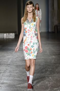 See the complete Arthur Arbesser Spring 2016 Ready-to-Wear collection.