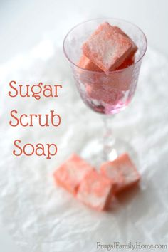 Need an easy gift idea or maybe you want to pamper yourself a little? Make this DIY sugar scrub soap. It's soap and exfoliator all in one. It's super easy to make starting with melt and pour soap base Sugar Scrub Recipe, Sugar Scrub Diy, Diy Scrub, Sugar Scrubs, Diy Soap Base, Zucker Schrubben Diy, Sugar Soap, Soap Melt And Pour, Homemade Soap Recipes
