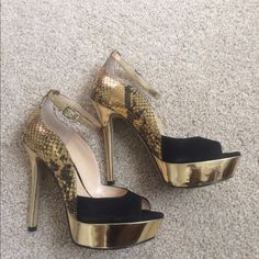 🍁 FALL FASHION perfect event/dinner/patty heels 6 Enzo Angiolini gold/black sexy heels 6. Perfectly pairs with pants, dresses, jumpers for upcoming holiday events/birthdays/parties. Aldo Shoes Heels