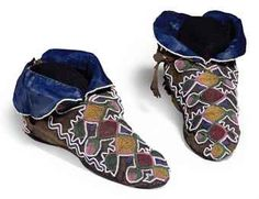 Eastern Woodlands Moccasins (these are Shawnee, supposedly) Shawnee Indians, Shawnee Tribe, North American Tribes, American Indians, Native American Moccasins, Native American Artifacts, Indigenous Art, First Nations, Native Americans