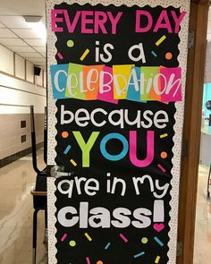 Back to School Door Decoration Teachers Day Decoration, Class Door Decorations, Class Decoration, Preschool Decorations, Classroom Setting, Classroom Displays, Classroom Themes, Classroom Board, Back To School Bulletin Boards