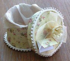 Dolls house miniature ladies accessories cream hat box