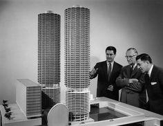 Marina City, Chicago, 1964 - Bertrand Goldberg.