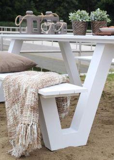Design picknicktafel van aluminium 220 cm. Verkrijgbaar in wit en grijs.