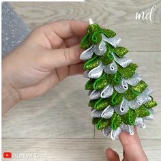 Fabric Christmas Ornaments, Felt Christmas, Diy Snowman Decorations, Christmas Decorations, Christmas Projects, Holiday Crafts, Theme Noel, Homemade Christmas Gifts, Youtube