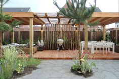 In een gloedjenieuwe nieuwbouwwoning in Ede wonen Eldin, Saskia en baby Keyan. De inrichting van hun huis is hartstikke stijlvol, maar de tuin schiet er nogal bij in. Zie hier deel 2 van deze maak-over!