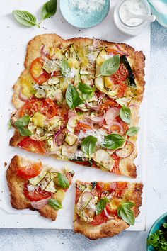 Skip the takeaway and whip up your own homemade pizza instead. Not only is it healthier, but you'll also have the satisfaction of having nailed the perfect pizza dough. Let's get cooking! Pizza Recipes, Lunch Recipes, Vegan Recipes, Cooking Recipes, Cook Up A Storm, Pizza Dough, Easy Cooking, Queso, Coco