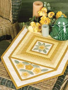 Quilting - Home Decor - Table Topper Quilt Patterns - Golden Pansies Table Mat… Table Topper Patterns, Quilted Table Toppers, Table Runner And Placemats, Quilted Table Runners, Blue Quilts, Small Quilts, Place Mats Quilted, Summer Quilts, Flower Quilts
