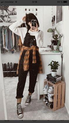 Salopette: la trendza dellestate è super easy (e ringiovanisce 2019 Salopette . Fashion 90s, Grunge Fashion, Korean Fashion, Autumn Fashion, Fashion Outfits, Feminine Fashion, Womens Fashion, Fashion Trends, Edgy Outfits