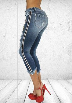 Colombian made jean, high quality jeans. We called the forever jean, oldest better looking Diy Jeans, Summer Wear, Fashion 2017, Capri Pants, Skinny Jeans, Clothes For Women, Denim, Fabric, How To Wear