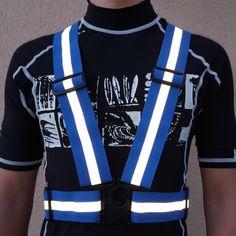 warnweste-blau-sicherheitsweste-blau-vorne-dunkelheit Fashion, Bicycling, Darkness, Blue, Kleding, Women's, Moda, Fashion Styles, Fashion Illustrations