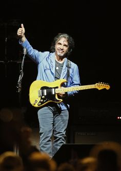 John Oates Photos - Daryl Hall and John Oates of the band Hall and Oates perform at Xcel Energy Center on May 2017 in St Paul, Minnesota. - Daryl Hall, John Oates & Tears For Fears in Concert in Saint Paul, Minnesota John Oates, Daryl Hall, Hall & Oates, Tears For Fears, Atheist, Rock And Roll, Minnesota, Guitars, Musicians