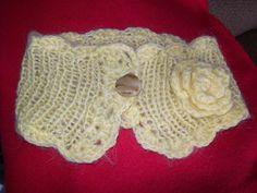 Col en laine et sa fleur
