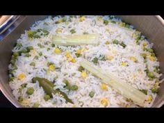 Arroz blanco 2. Tazas de arroz 4 1/2 de agua caliente o caldo de pollo 1/2 taza de aceite 1 cucharada de consommé de pollo 1 ajo 1 trozo de cebolla 2 trozos ...
