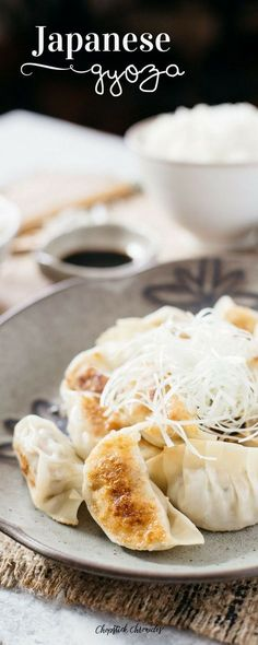 Autentic Japanese recipe for super crispy golden brown outside and juicy inside Gyoza. How to cook delicious Japanese gyoza with step by step photos & video Indian Food Recipes, Asian Recipes, Japanese Recipes, Asian Foods, Easy Recipes, Ravioli, Asian Cooking, Cooking Time, Japanese Gyoza