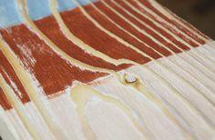 Kefované drevo ladí aj s farbami - Dielňa prakticky