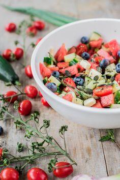 Wassermelonen-Salat mit Feta, Minze und Blaubeeren