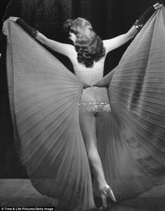 The beauty of burlesque: Classic LIFE photographs capture glamour of risqué art during its pre-war heyday    Read more: http://www.dailymail.co.uk/news/article-2073213/Putting-Classic-burlesque-pictures-glamour-art-getting-undressed.html#ixzz1lTzeeWBT