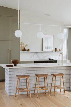 Kitchen Benchtops, Kitchen Cabinetry, Splashback, Kitchen Interior, Kitchen Decor, Home Design, Painted Cupboards, Interior Desing, Green Kitchen