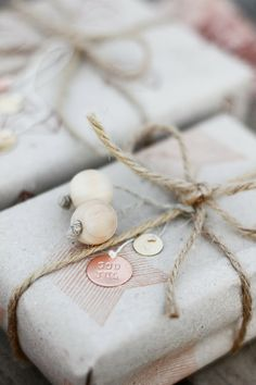 "Pinner writes: "" This year I will use kraft paper, thick twine, beads and metal discs that I've stamped myself."" - Wonderful. - (Christmas, holiday, gift wrap, ideas, DIY)"