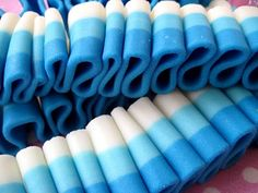Marshmallow Ribbon Candy, make your own Faux Ribbon Candy. This might work well for cake decorating as well. Marshmallows, Fudge, Ribbon Candy, Diy Ribbon, Blue Food Coloring, Marshmallow Fondant, Diy Wedding Projects, Candy Bouquet, Homemade Candies
