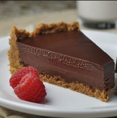 Tasty Recipe for chocolate Chocolate tart you tried? If not it's time to try the most delicious from my hands. It's my own and I thought as experimenting with different yeasts tart. Chocolate Ganache Tart, Chocolate Desserts, Chocolate Chocolate, Just Desserts, Delicious Desserts, Dessert Recipes, Frosting Recipes, Yummy Food, Cheesecake