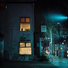 blue night street Theres some yellow as well. Night Photography, Street Photography, Urban Photography, Night Aesthetic, Blue Aesthetic, Nocturne, Night Window, Jm Barrie, Night City