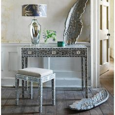 Grey Maxi Mother Of Pearl Table And Stool