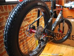 f9dtkfm:  (via First Look: Tubeless Carbon Fatbike Wheels? Borealis has em, with New Carbondale Rims!)