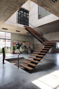 Solid Concrete Studio Gallery by ASWA located in Thailand _______ Tag or - Architecture and Home Decor - Bedroom - Bathroom - Kitchen And Living Room Interior Design Decorating Ideas - Escalier Design, Modern Stairs, Floating Stairs, Interior Stairs, Room Interior, Interior Design, Staircase Design, Staircase Ideas, Open Staircase