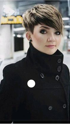Haare Coiffeur Wonderful Wedding Gift Ideas Most People Don't Think Of Ever got stuck trying to come Short Sassy Hair, Short Pixie, Short Hair Cuts, Pixie Cuts, Cute Short Haircuts, Cute Hairstyles For Short Hair, Fringe Hairstyles, Short Hair Syles, Assymetrical Hair