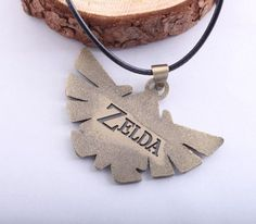 Take the Triforce with you at all times with this EXCLUSIVE Legend of Zelda Necklace! Pendant Size:3.5cm x 5.2cm Gender:Unisex Material:Zinc Alloy Chain Type:Link Chain Length:45cm - Great for the Zel