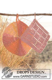"""DROPS grydelapper, den runde strikkes med vendinger i """"Muskat Soft"""" og den firkantede hækles i """"Safran"""". ~ DROPS Design"""