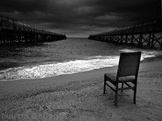 -verano-en-blanco-y-negro-mar-blanco-negro-silla.