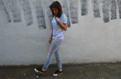 Parrot tee and No Name shoes