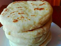 Brötchen, perfekt wie vom Bäcker – Einfache Kochrezepte Pickled Garlic, Italian Dinner Recipes, Cake Platter, How To Make Pancakes, Yummy Food, Tasty, Low Carb Pizza, Tea Sandwiches, Bread Baking