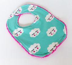 Bavoir bébé 0-9 mois vert menthe motif NUAGES et éponge Fuchsia : Mode Bébé par zig-et-zag