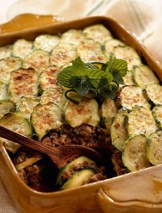 This moussakka has layers of sliced zucchini, cheese, ground meat sauce, and a creamy bechamel topping. This zucchini version is a delightful change. Turkish Recipes, Greek Recipes, Veggie Recipes, Healthy Recipes, Fun Recipes, Healthy Foods, Recipies, Greek Dishes, Main Dishes