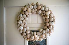 Podzimní věnce na dveře: Máme pro vás 5 levných tipů! - Proženy Hanukkah, Wreaths, Diy, Home Decor, Shells, Xmas, Manualidades, Decoration Home, Door Wreaths