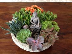 Zen garden ideas are getting more and more popular and a reasonable way for relax. You might even design a little Zen garden in your dwelling. Full instructions about how to make a mini zen garden you're in a position to find here. Succulents In Containers, Cacti And Succulents, Planting Succulents, Suculentas Diy, Cactus Y Suculentas, Succulent Gardening, Succulent Terrarium, Terrarium Ideas, Mini Zen Garden