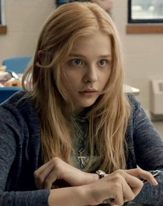 Chloe Grace Moretz: She looks spellbound and dumbfounded...AND AS CUTE AS CAN BE! <3<3