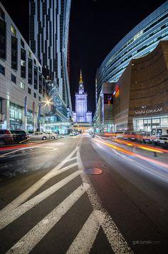 Kolory wracają do Warszawy nocą