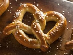 In this easy ballpark style soft pretzels recipe, you learn how to make your own from the scratch using just simple pantry ingredients. These pretzels are incredibly soft and buttery. Homemade Soft Pretzels, Pretzels Recipe, Churro Recipe, Homemade Cheese, Salted Pretzel, Keto Recipes, Cooking Recipes, Types Of Bread, Low Carbohydrate Diet