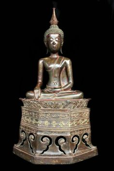 Extremely Rare 18C Sitting Bronze Laos Buddha