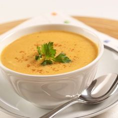 Make an easy, healthy soup with our dairy-free Pumpkin Curry Soup recipe using Libby's canned pumpkin. Find easy soup recipes at GoodNes. Pumkin Soup, Libby's Pumpkin, Creamy Pumpkin Soup, Canned Pumpkin, Pumpkin Recipes, Soup Recipes, Cooking Recipes, Recipe For Pumpkin Soup, Sopa Detox