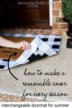 Front Door Decor Discover Make Layered Doormats with Fabric (Interchangeable for ANY Season!) Love layered door mats but not the cost? This DIY doormat tutorial shows you how to make layered doormats with fabric covers to change out for every season. Front Door Mats, Front Door Decor, Diy Door Mats, Fromt Porch Decor, Front Porch Fall Decor, Diy Front Porch Ideas, Fromt Porch Ideas, Outside Door Mats, Cute Door Mats